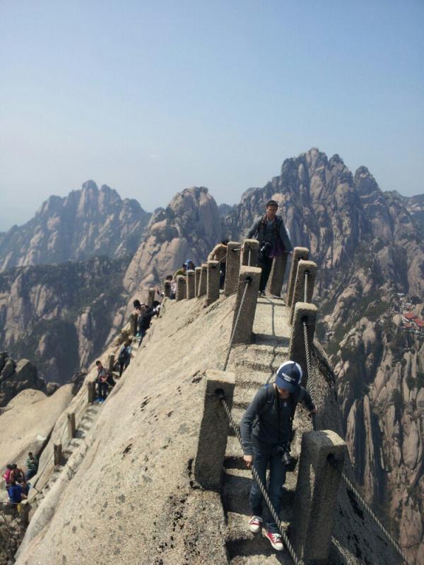 也就是说,黄山风景区当年开放的天都峰或莲花峰,从4月1日起至11月30